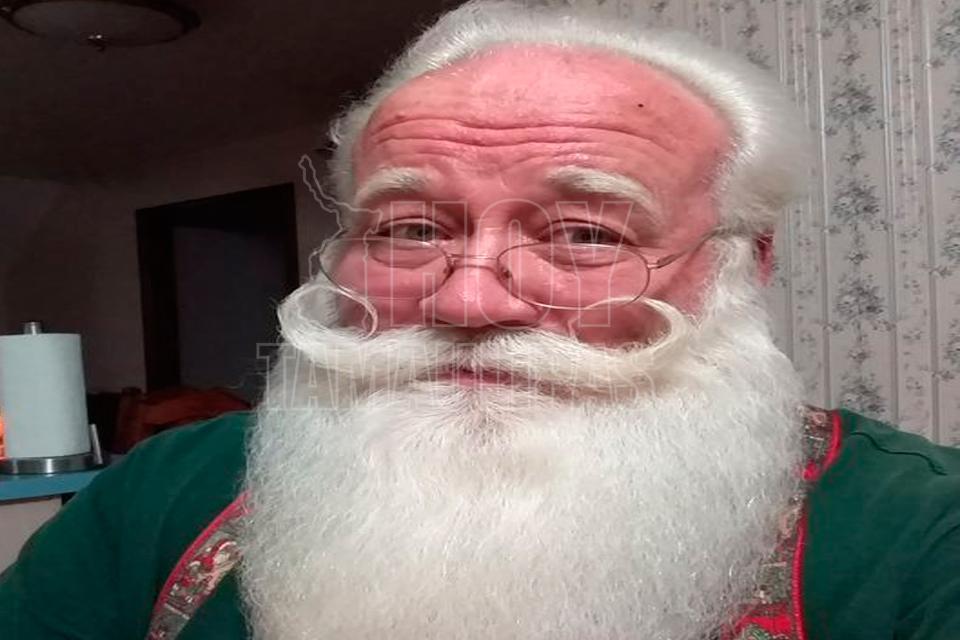 Niño con enfermedad terminal muere en brazos de Santa Claus