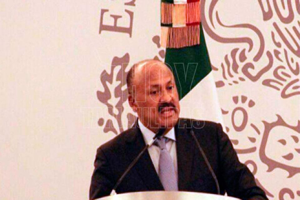 Ochoa Reza deja presidencia del PRI; llega René Juárez