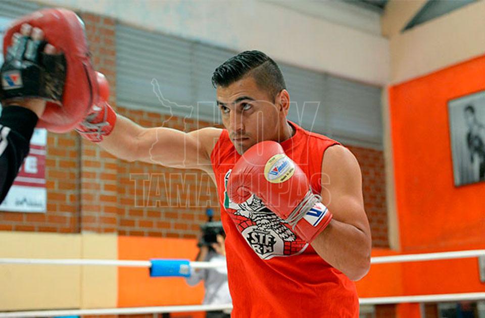 El boxeador mexicano Juan Hernández falla en la ceremonia de pesaje