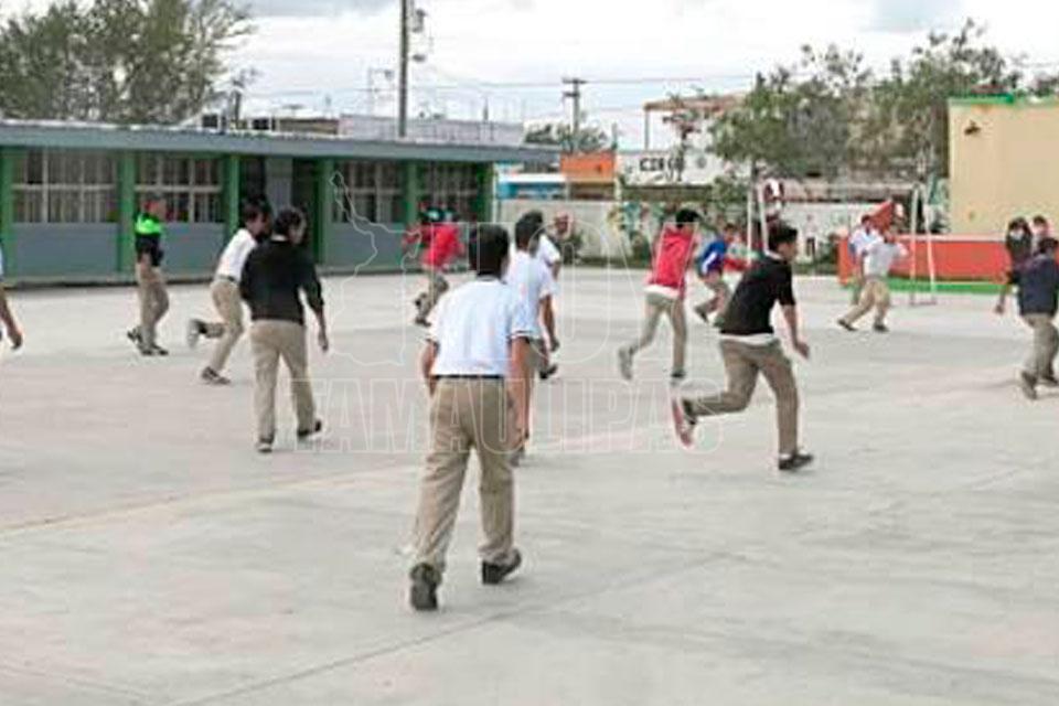 Realizan prueba Planea alumnos de secundaria en Puebla