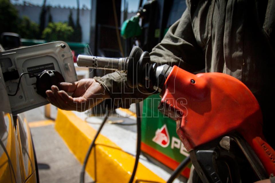 Gasolinas Magna y Premium mantienen su precio este jueves