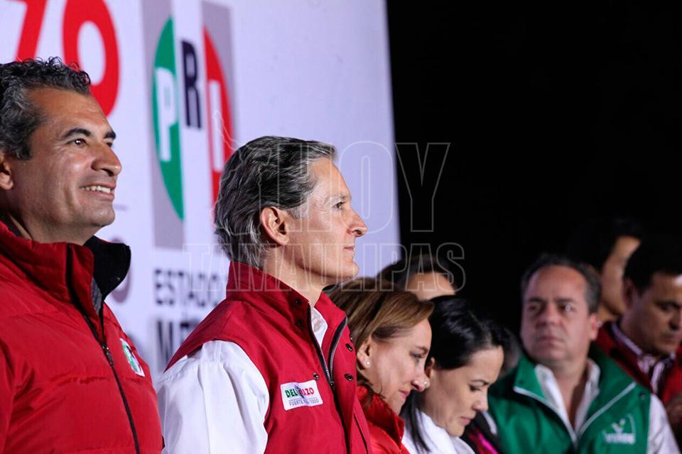 Delfina Gómez emite su voto, espera una jornada tranquila. Con Jaime Núñez