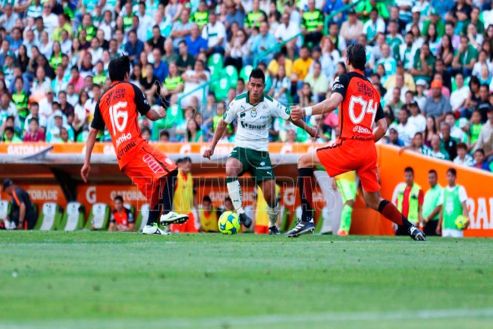 Monterrey empató con Santos, que perdía 2-0