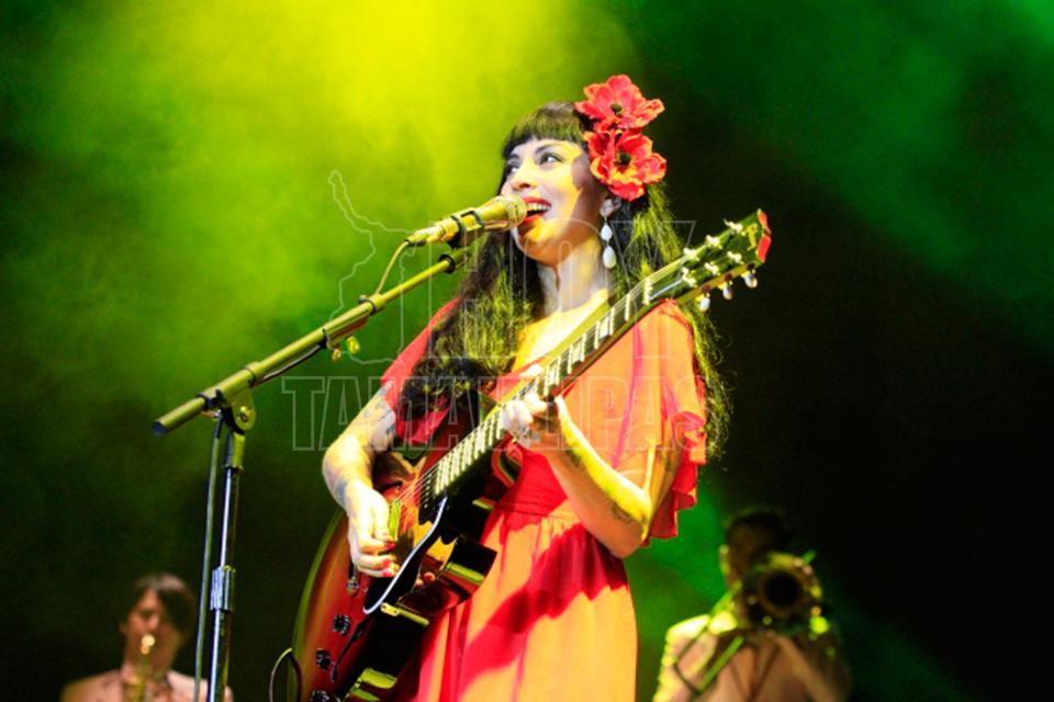 Mon Laferte suspende concierto en Viña del Mar por fuertes marejadas