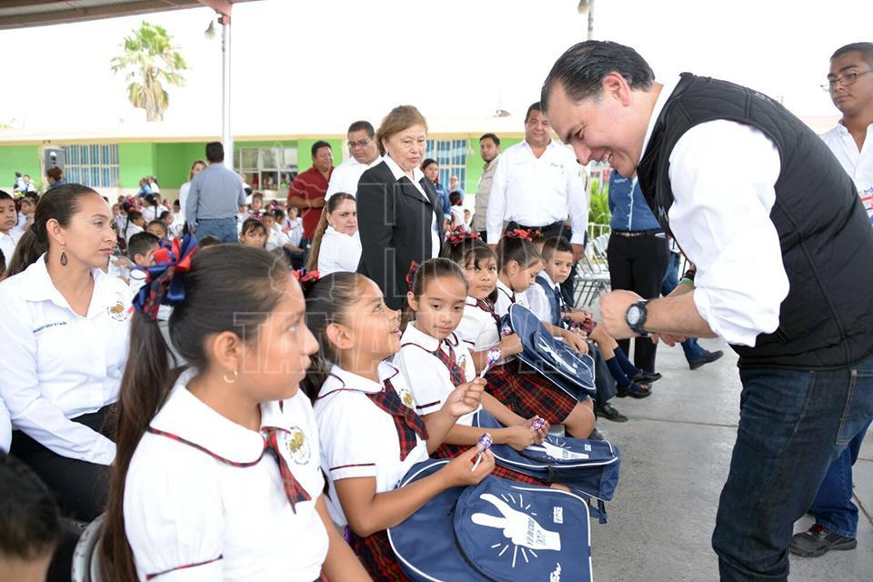 En Nuevo Laredo promueven valores a través de mochilas