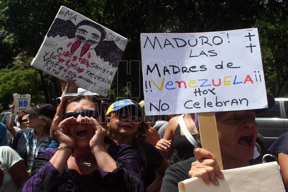 Con un plantón exigen la salida del poder de Maduro