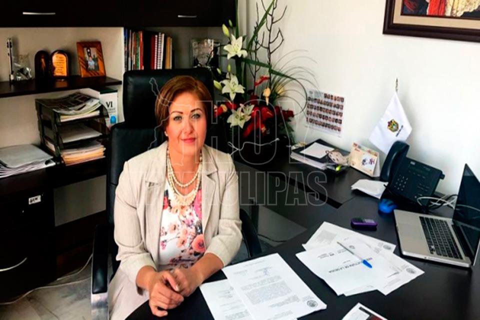 Tras 3 semanas, Eva Cadena reaparece en Congreso de Veracruz