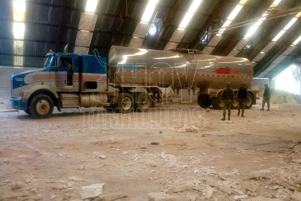 Militares aseguran 35 mil litros de gasolina y dos camiones en Tamaulipas