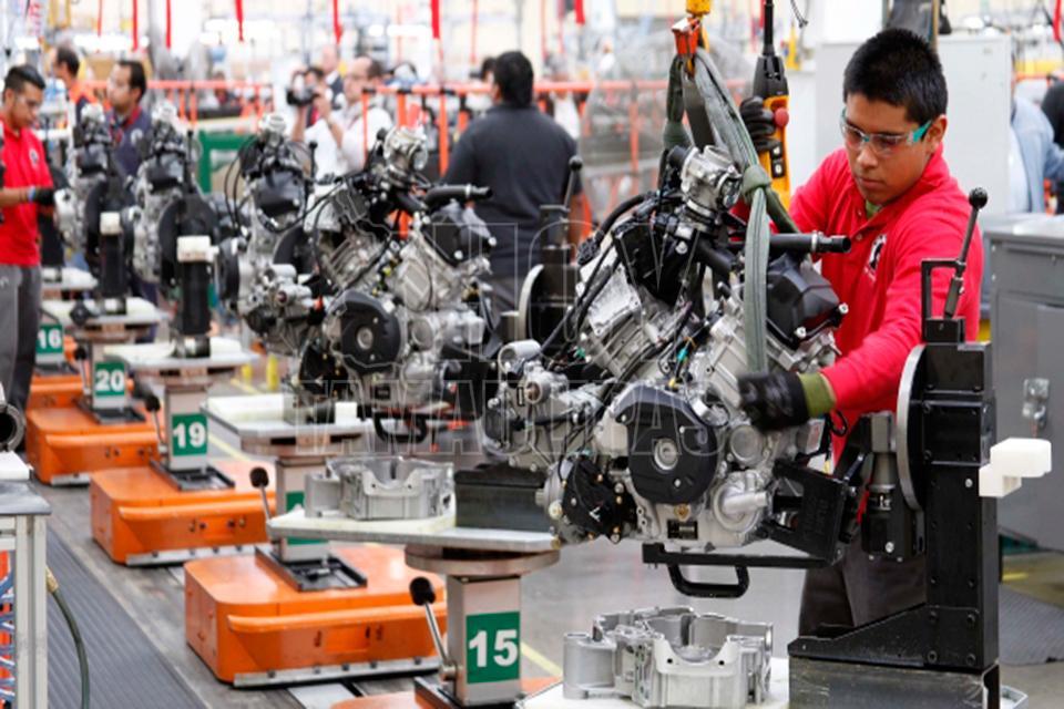 Personal ocupado en sector manufacturero subió 3.4% en abril
