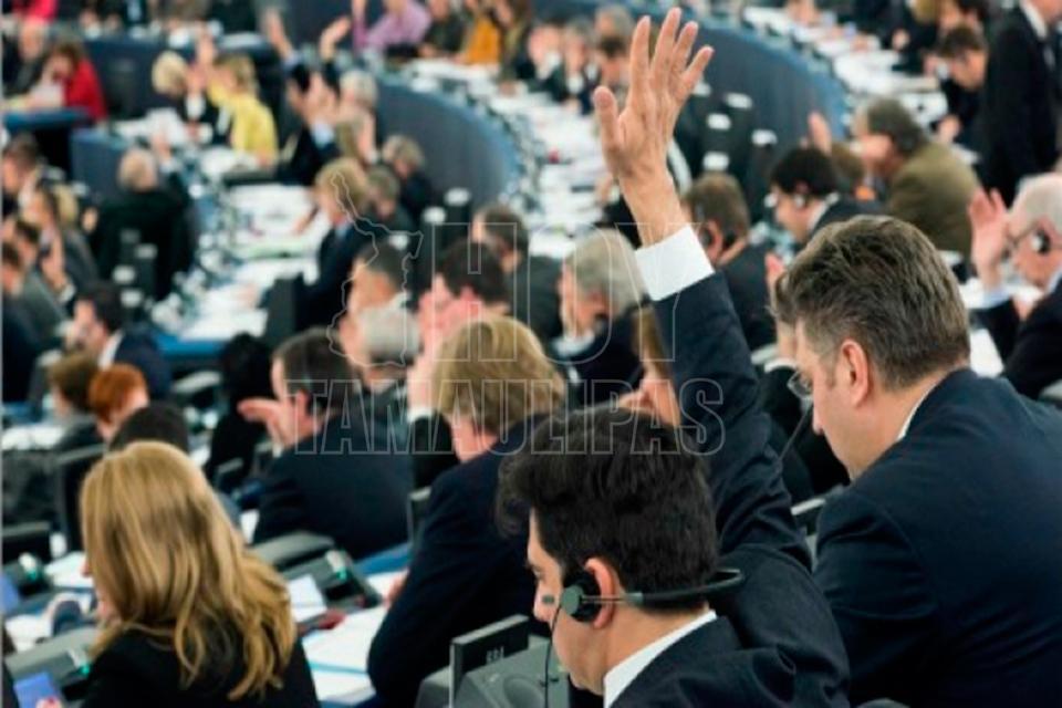 Veintitrés países de la UE se comprometen a reforzar colaboración en Defensa