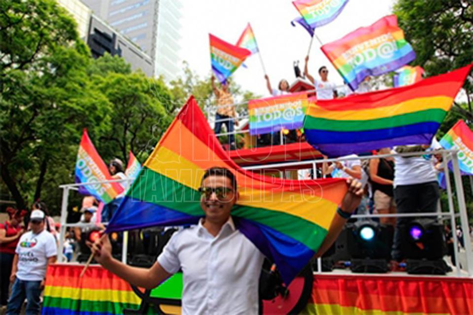 Decretan junio mes del Orgullo LGBTTTI en CDMX