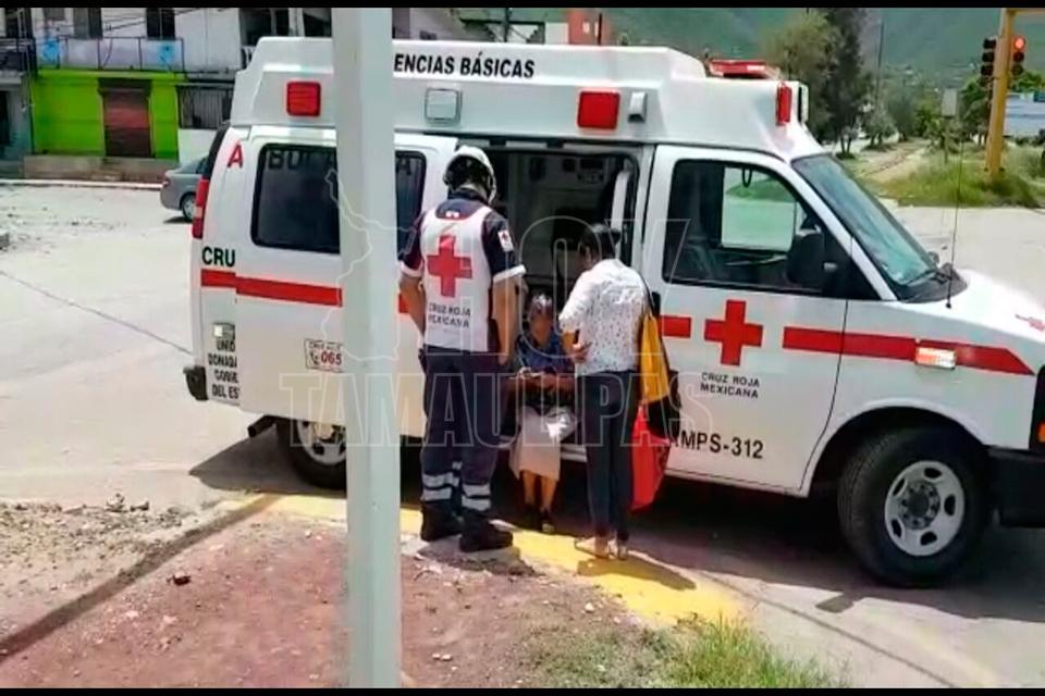 Patrulla despedaza a un sedán; 5 heridos graves