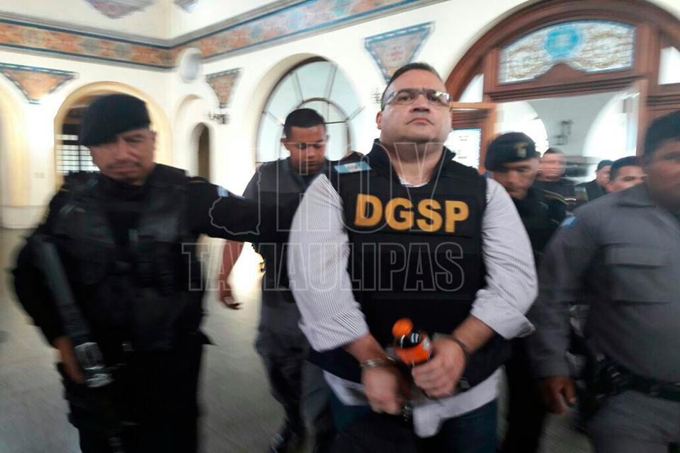 Suspenden dos órdenes de aprehensión en contra de Javier Duarte