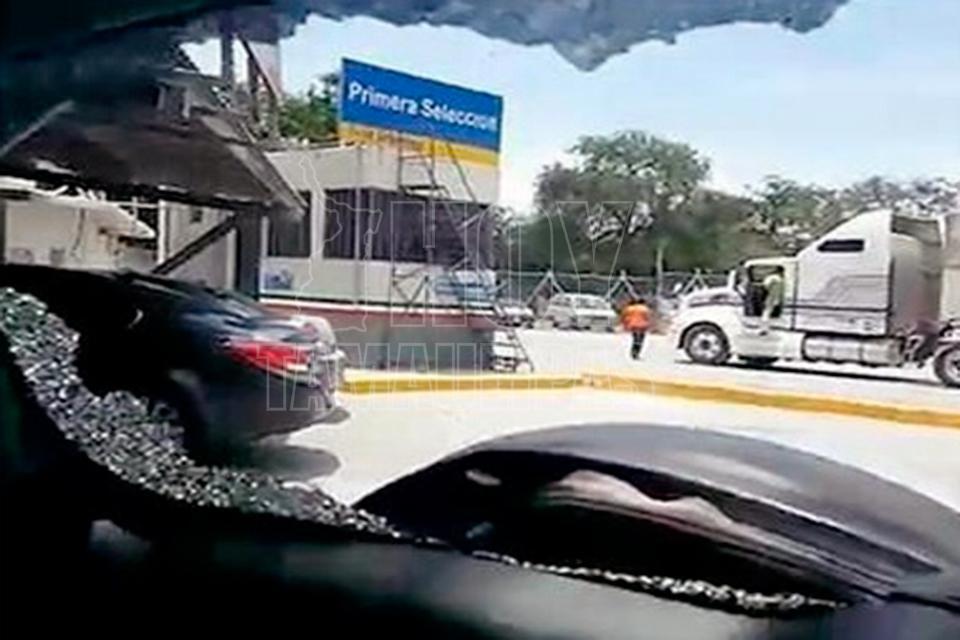 Atacan a balazos a familia regia en carretera de Reynosa