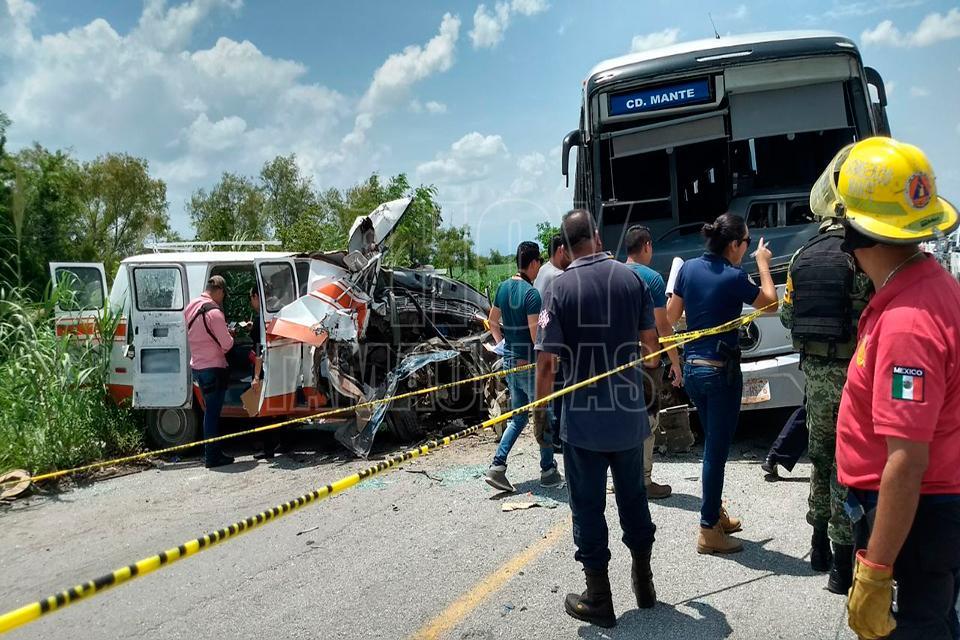 Suman 5 muertos en choque de autobús en Tamaulipas