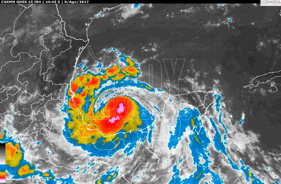 Huracán de Franklin deja graves daños en México