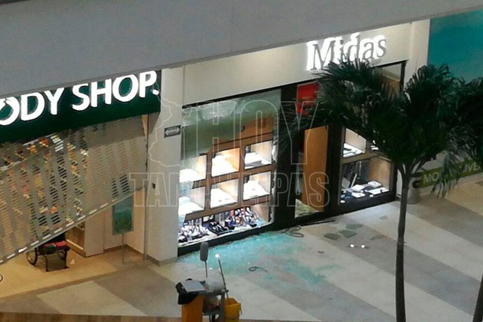 Pánico por balacera en mall de Tampico