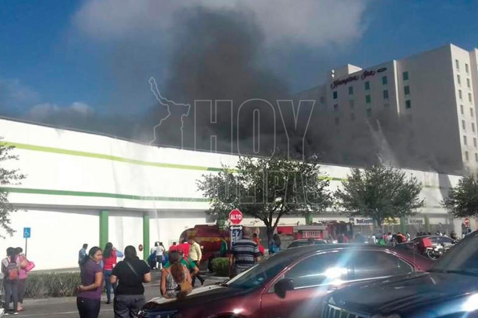 Se incendia tienda departamental en Tamaulipas; reportan un herido