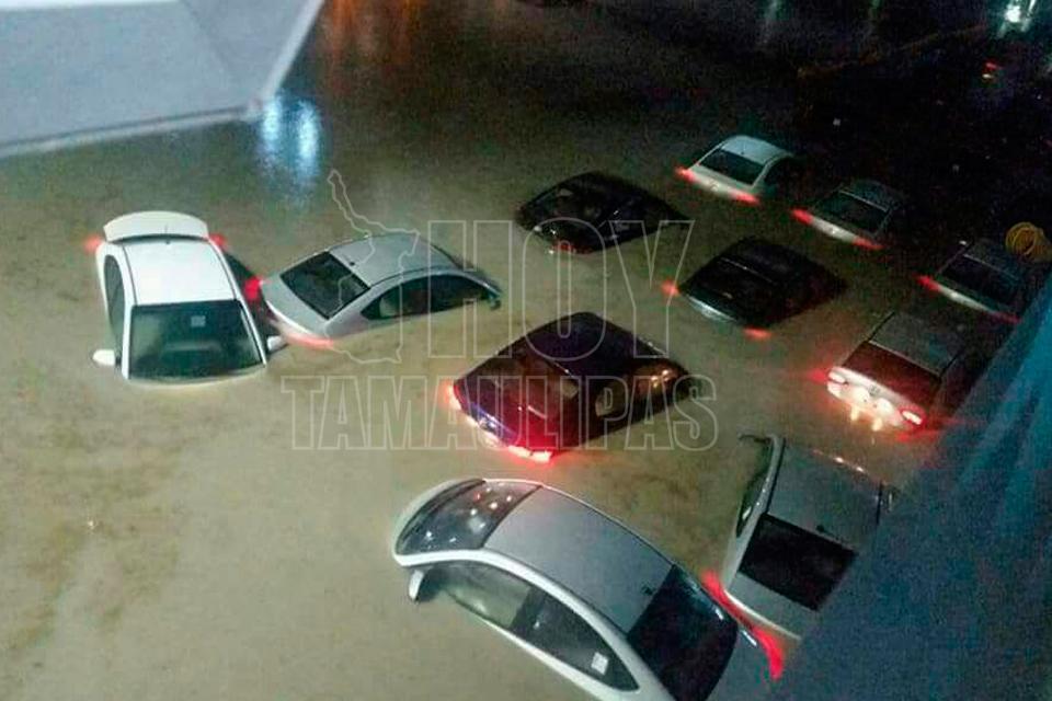 Lluvias provocan inundaciones en Monterrey