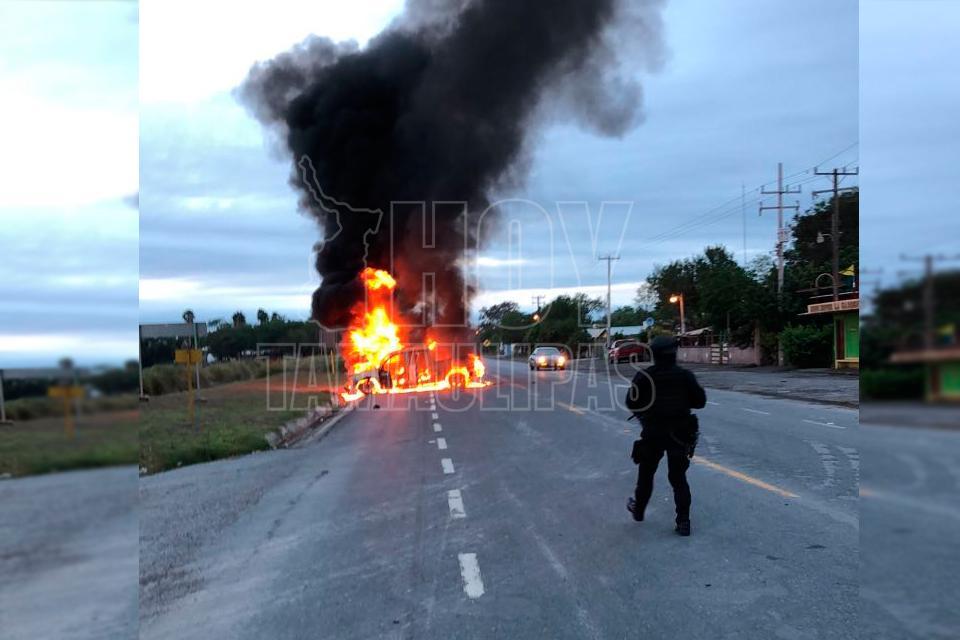 En Reynosa emiten alerta de riesgo por bloqueo en carretera