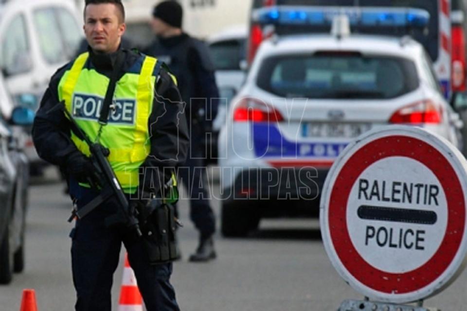 Conductor arrolla a estudiantes en Francia