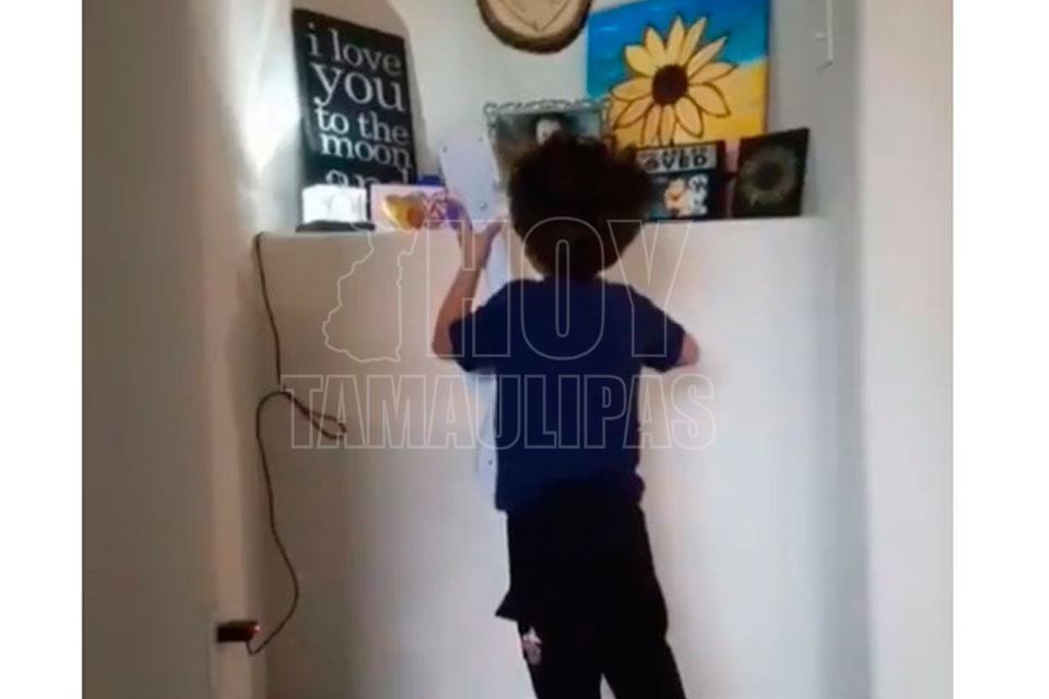 Niño canta 'Recuérdame' a hermanita fallecida y enternece a las redes