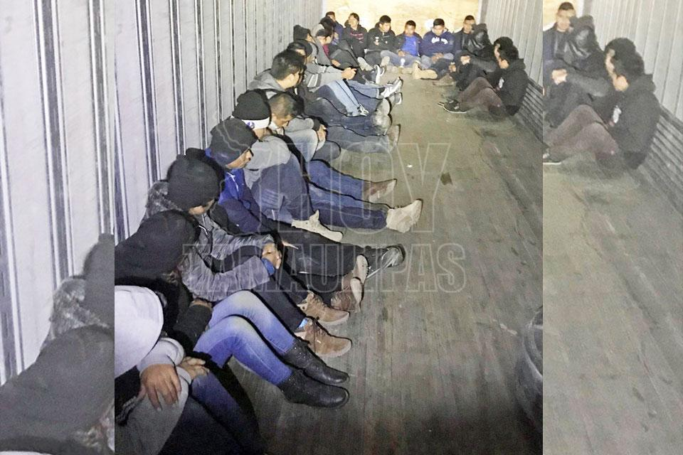 Encuentran a 29 inmigrantes encerrados en un camión en Texas