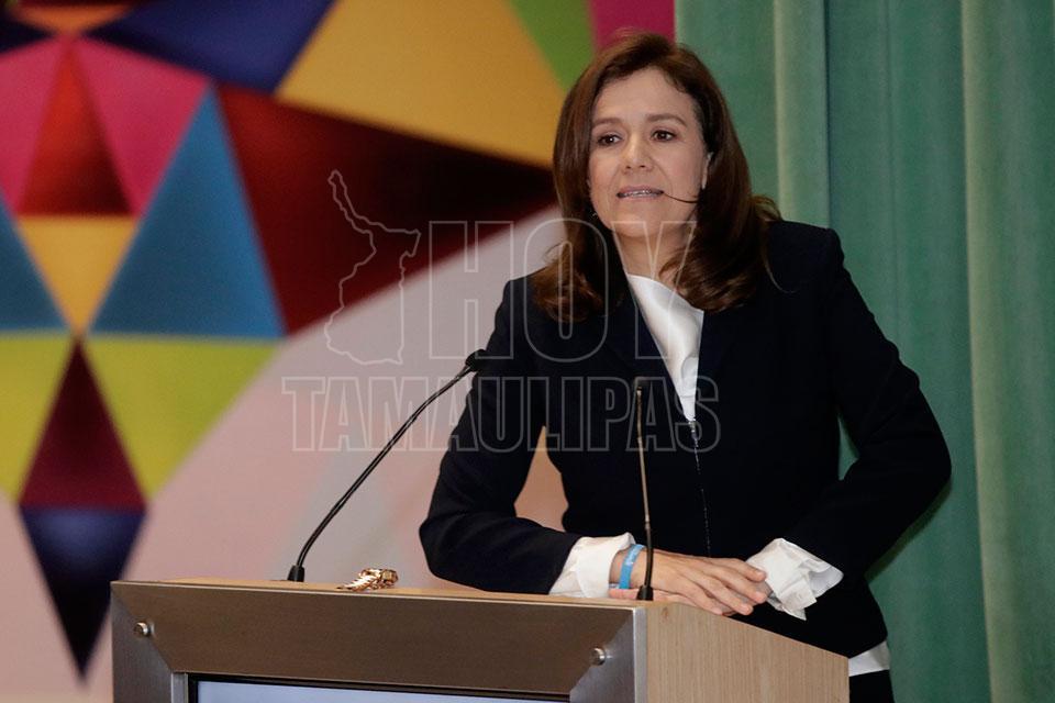 Zavala regresa 2,3 millones de pesos al INE