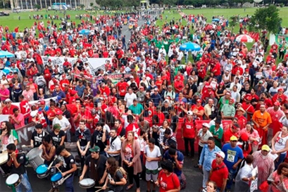 Balean el campamento de apoyo a Lula en Brasil; hay 2 heridos