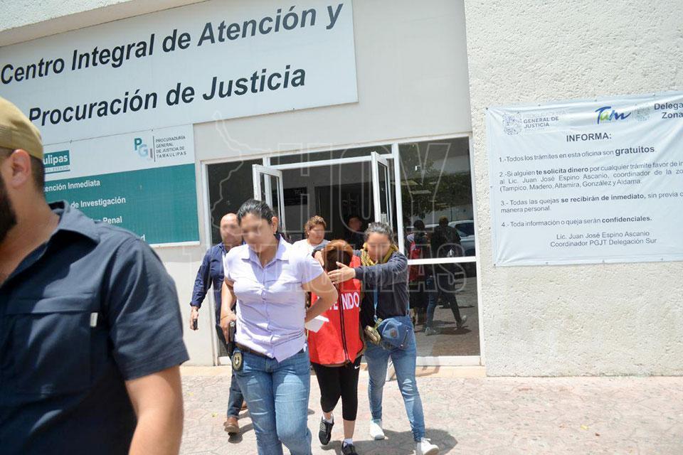 Presentan a dos presuntas asaltantes del 'mall' Altama